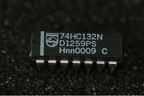 74HC132N Philips Semiconductor Quad 2-Input NAND Schmitt Trigger